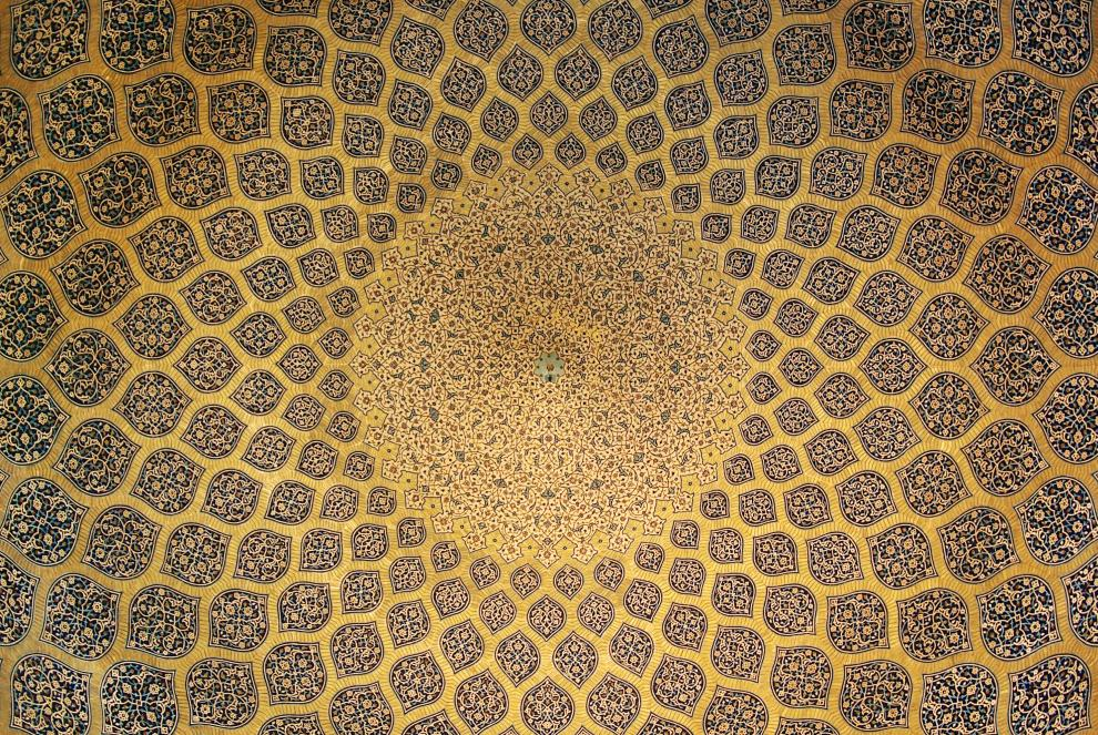 Isfahan_Lotfollah_mosque_ceiling_symmetric