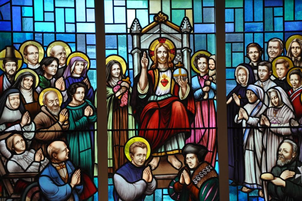 stained-glass-window-with-orbis-catholicus-secundus-new-stained-glass-windows-in-canada