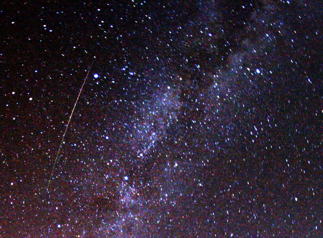 Perseid_meteor_and_Milky_Way